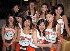 Hooters_girls_china